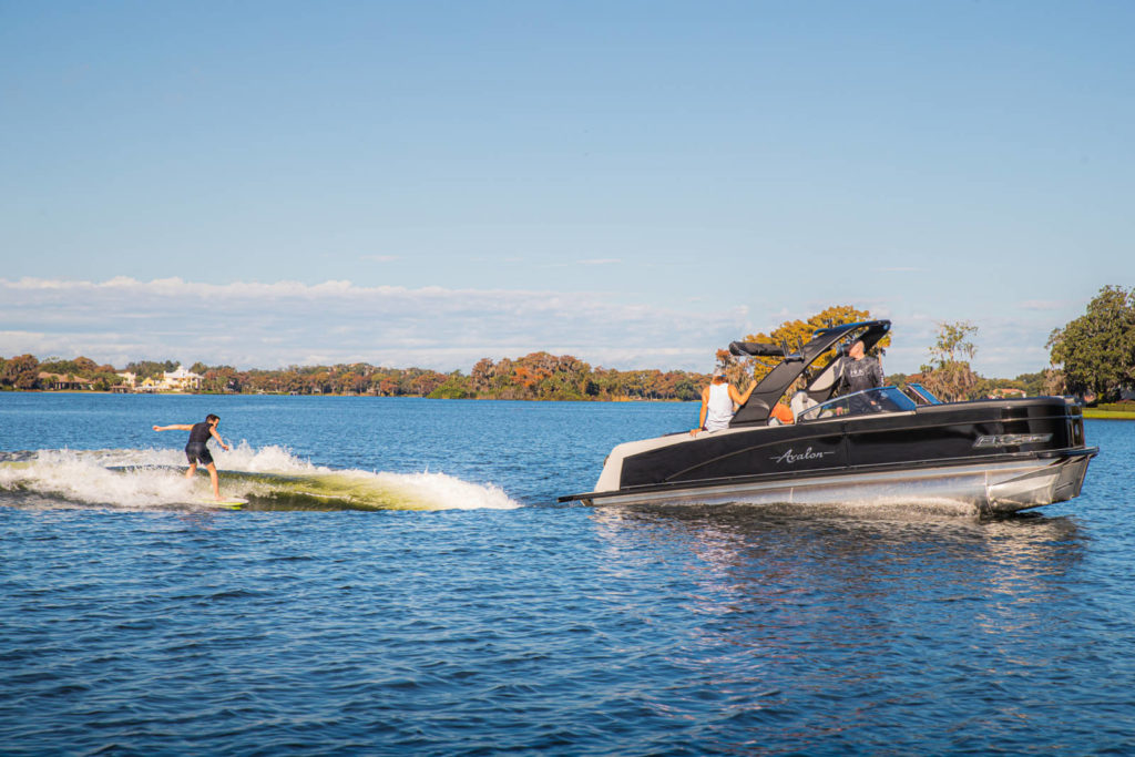 wakeboarding pontoon
