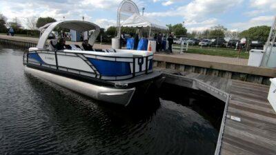 Pontoon boats